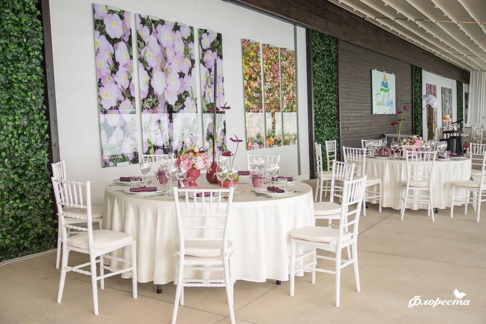 Декорация на масите за гости в ресторант