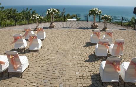 Изнесен ритуал на брега на морето