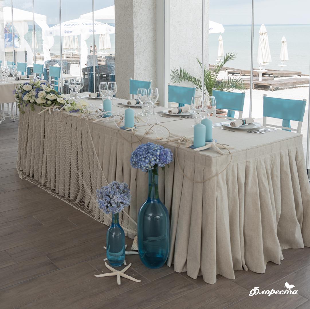 """Декорация на масата за младоженците стил """"синьо лято"""""""