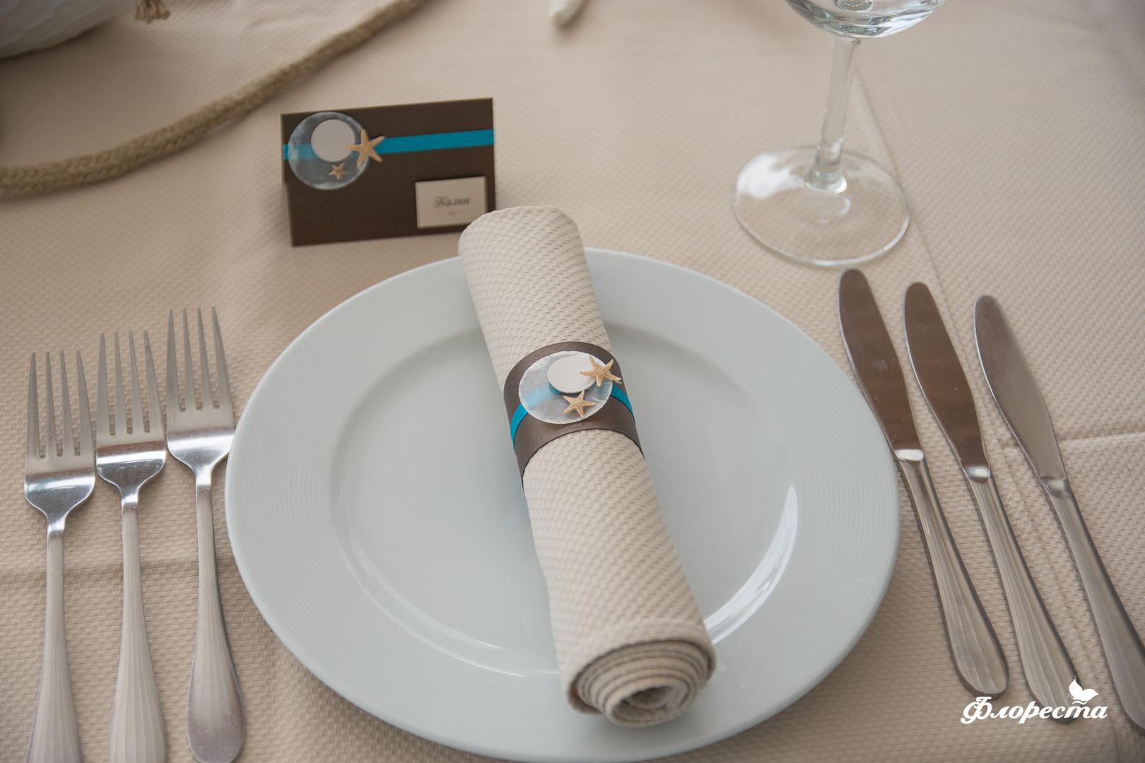 Ръчно изработени таблеки с имената на гостите