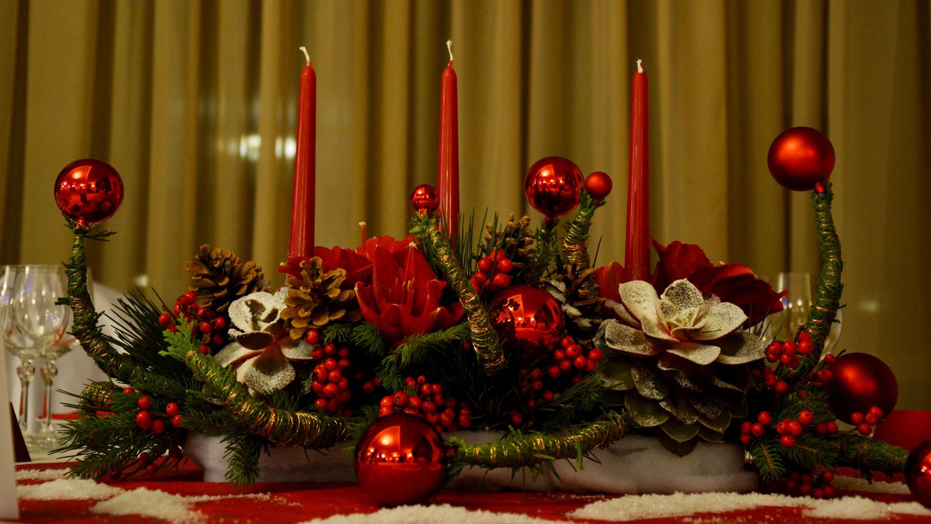 Декорация на маса за гости за коледно празненство