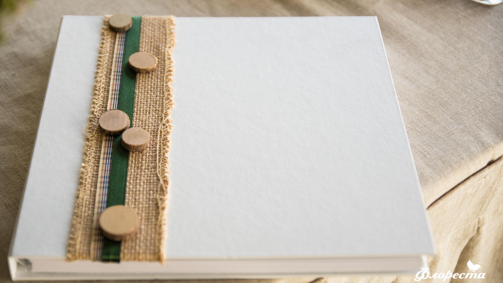 Ръчно изработена декорация на книга с пожелания