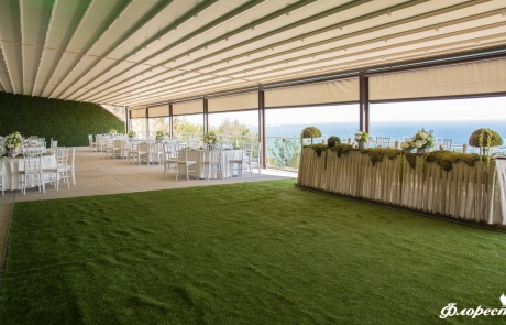 Сватбена декорация на ресторант в горско зелено